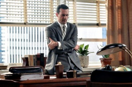 Mad Men 01x01 : Smoke Gets in Your Eyes- Seriesaddict